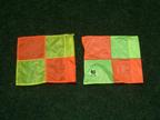 右:手作り日産スタジアムコーナーフラッグ左:FIFAコーナーフラッグ