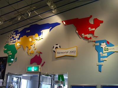 ショップ入り口の壁の世界地図
