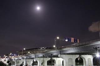 新横浜の月.jpg