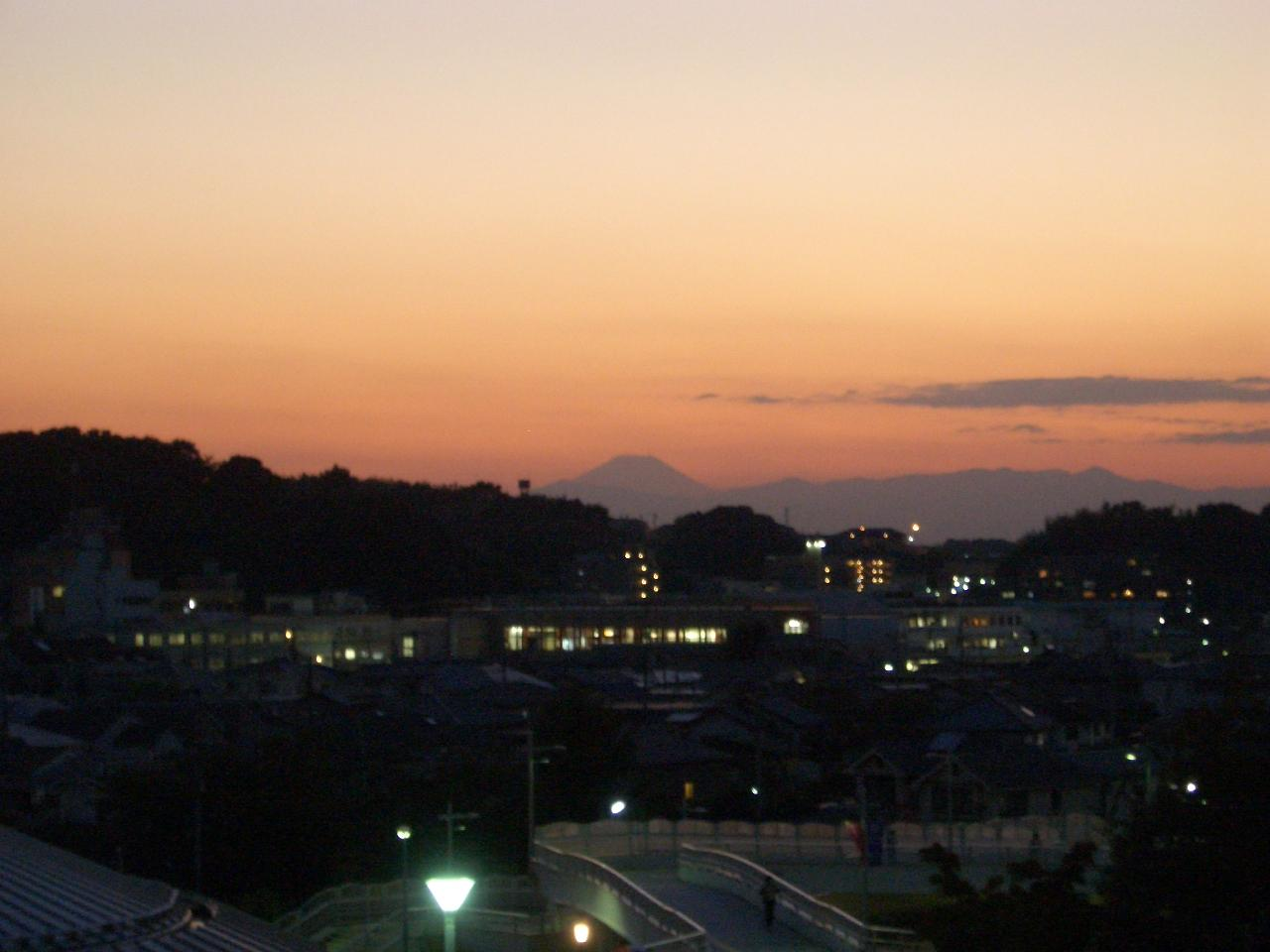 スタジアムから見た夕暮れ