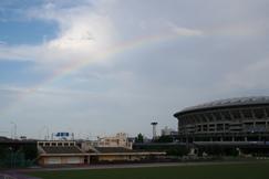 スタジアムにかかる虹
